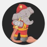 Camisetas y regalos del bombero del elefante etiqueta redonda