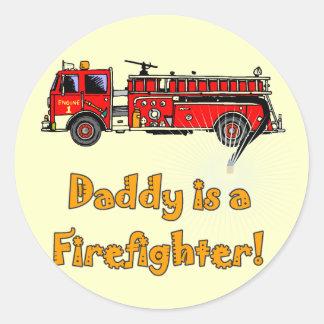 Camisetas y regalos del bombero del papá del coche etiqueta redonda