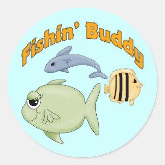 Camisetas y regalos del compinche de la pesca pegatina redonda
