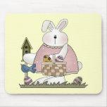 Camisetas y regalos del conejito de pascua alfombrillas de ratones