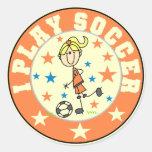 Camisetas y regalos del fútbol del juego del chica etiquetas redondas