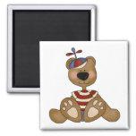 Camisetas y regalos del oso del muchacho del gorra imanes para frigoríficos