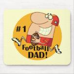 Camisetas y regalos del papá del fútbol del número alfombrillas de ratones