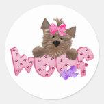 Camisetas y regalos del rosa del perro del tejido etiqueta redonda