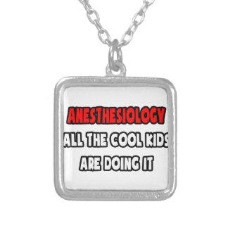Camisetas y regalos divertidos del Anesthesiologis Pendientes Personalizados