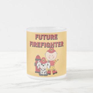 Camisetas y regalos futuros del bombero del bebé d tazas de café