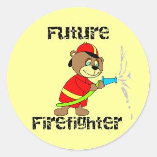 Camisetas y regalos futuros del bombero del oso pegatinas redondas