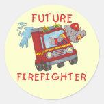Camisetas y regalos futuros del bombero del pegatina redonda