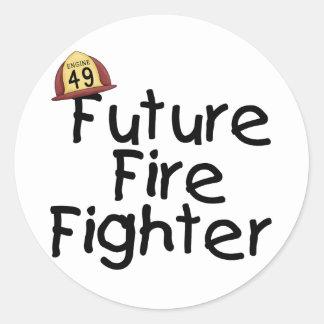 Camisetas y regalos futuros del bombero etiqueta redonda