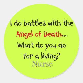 Camisetas y regalos hilarantes de la enfermera pegatinas redondas
