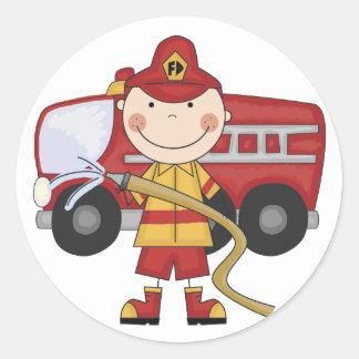 Camisetas y regalos masculinos del bombero pegatina redonda