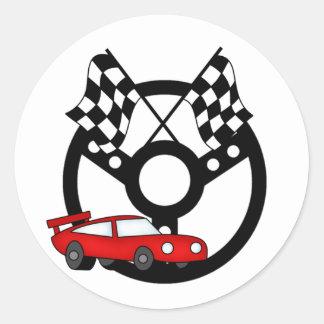 Camisetas y regalos rojos del coche de carreras pegatina redonda