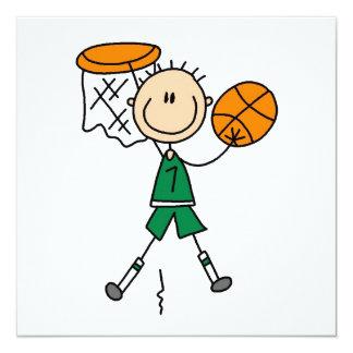 Camisetas y regalos verdes del jugador de básquet invitación
