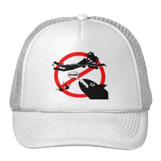 Camisetas y ropa del peligro de la natación. gorras de camionero