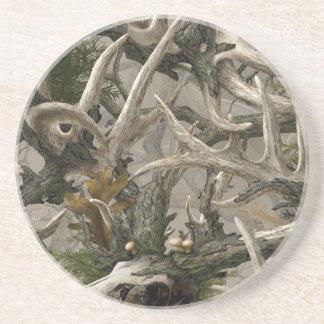 Camo del cráneo de los ciervos de la selva virgen posavasos diseño