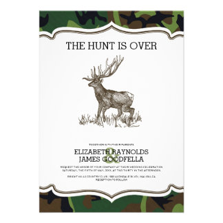 Camo la caza está sobre invitaciones del boda