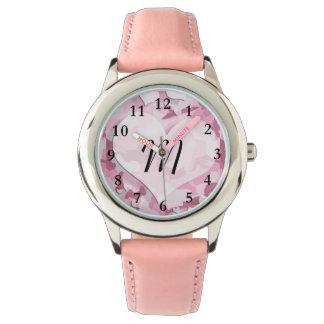 Camo lindo y los corazones personalizaron el relojes