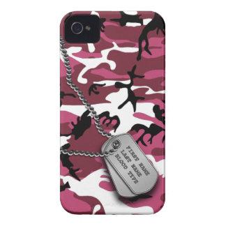 Camo rosado con las placas de identificación iPhone 4 protector