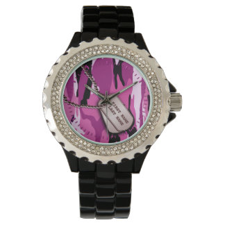 Camo rosado con las placas de identificación reloj