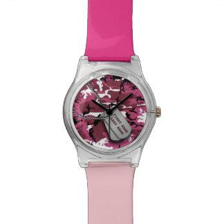 Camo rosado con las placas de identificación relojes de mano