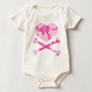camo rosado del corazón y de la bandera pirata body para bebé