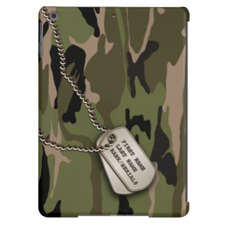 Camo verde militar con la placa de identificación