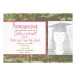 Camo y invitación rosada de la foto de la graduaci
