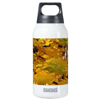 CAMOUFLAGE WITH LEAVES IN LATE FALL INSULATED WATER BOTTLE