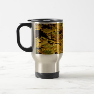 CAMOUFLAGE WITH LEAVES IN LATE FALL TRAVEL MUG