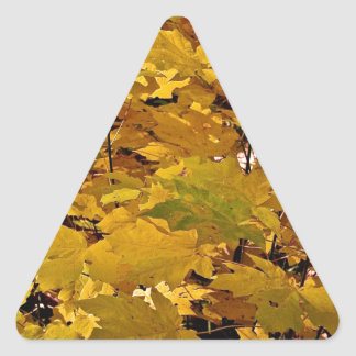 CAMOUFLAGE WITH LEAVES IN LATE FALL TRIANGLE STICKER