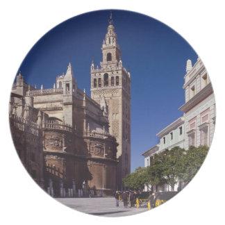 Campanario y catedral, Madrid, España de Giralda Platos Para Fiestas
