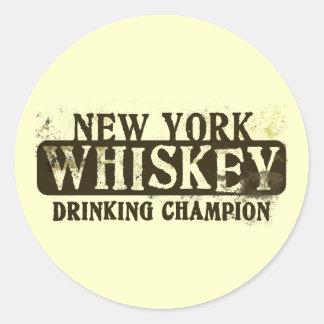 Campeón de consumición del whisky de Nueva York Pegatina Redonda