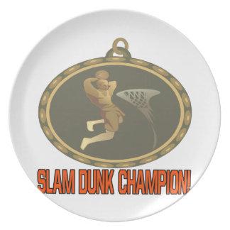 Campeón de la clavada platos