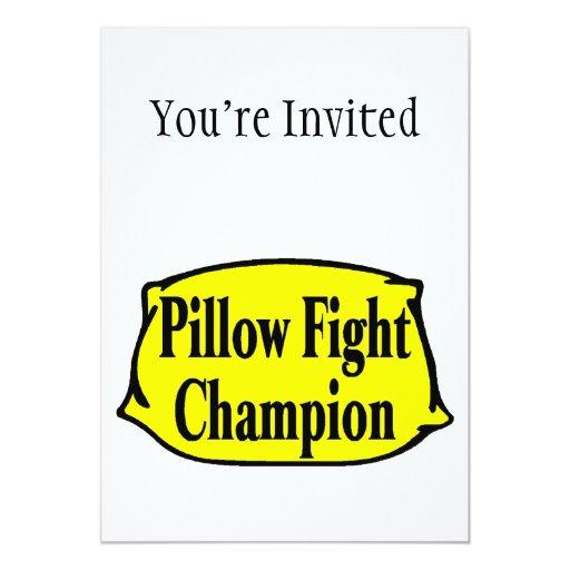 Campeón de la lucha de almohada invitacion personalizada
