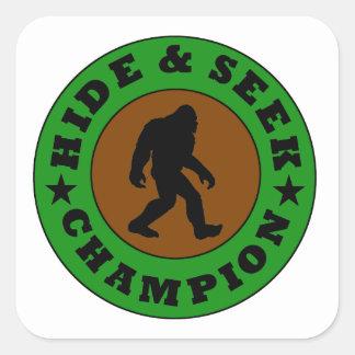 Campeón del escondite de Bigfoot Pegatinas Cuadradases Personalizadas