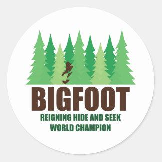 Campeón del mundo del escondite de Bigfoot Pegatina Redonda