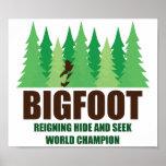 Campeón del mundo del escondite de Bigfoot Sasquat Posters