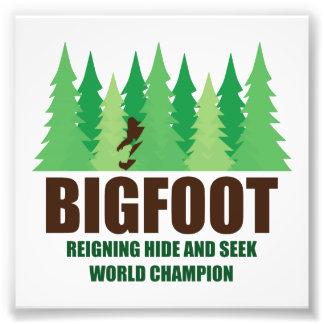 Campeón del mundo del escondite de Bigfoot Sasquat Arte Fotográfico