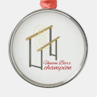 Campeón desigual adorno redondo plateado