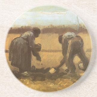 Campesinos que plantan las patatas de Vincent van Posavasos Para Bebidas