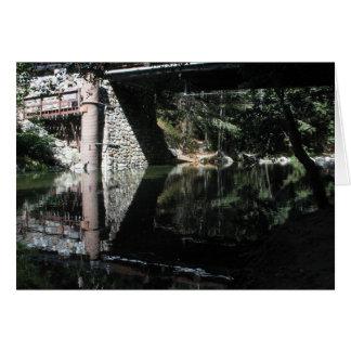Camping grande de Sur - agua debajo de un puente Tarjeta De Felicitación