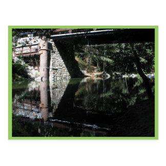 Camping grande de Sur - agua debajo de un puente Tarjeta Postal