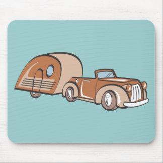 Campista y auto del vintage tapete de ratón