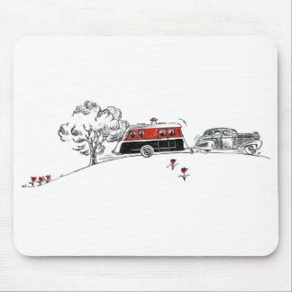 Campista y coche antiguos alfombrilla de raton