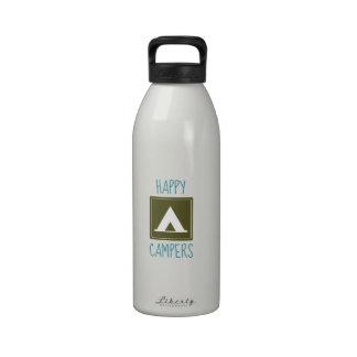 Campistas contentos botella de beber