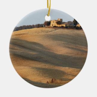 Campo agrícola en la puesta del sol, d'Orcia de Va Ornamentos De Navidad