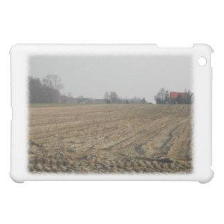 Campo arado en invierno. Escénico