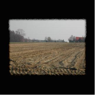 Campo arado en invierno. Escénico Llavero Fotográfico