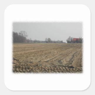 Campo arado en invierno. Escénico Pegatina Cuadrada