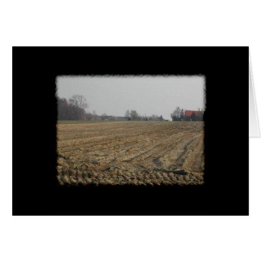 Campo arado en invierno. Escénico Tarjetas